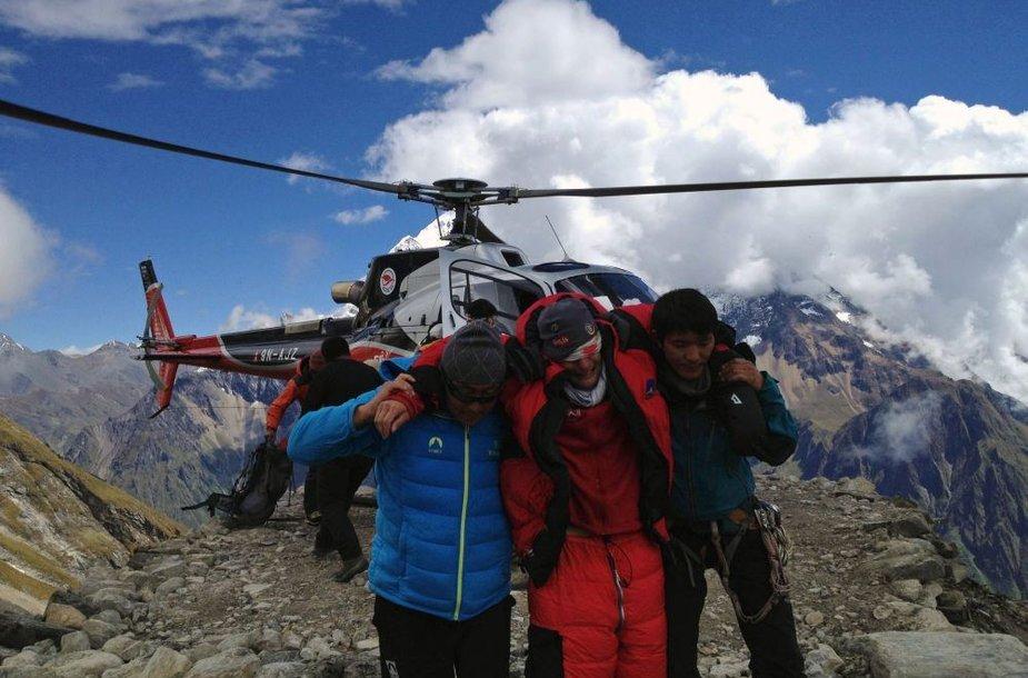 Nepale, šalia Manaslu viršūnės, žuvo 9 alpinistai. Kiti išgabenti sraigtasparniu.