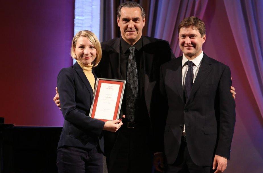 Įteikti apdovanojimai už nuopelnus verslui