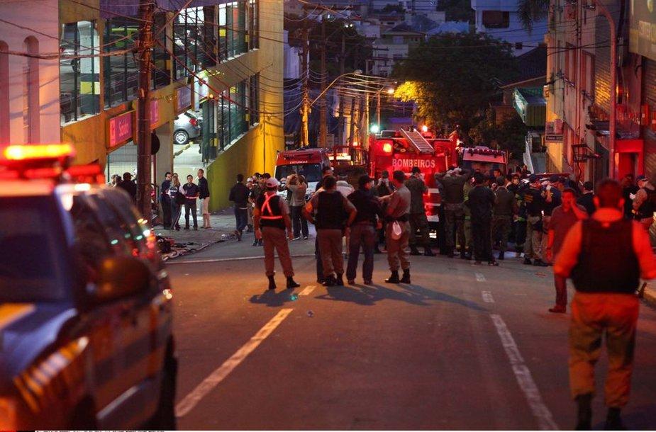 """Brazilijoje, mieste Santa Maria klube """"Kiss"""" kilęs gaisras nusinešė kelis šimtus gyvybių"""