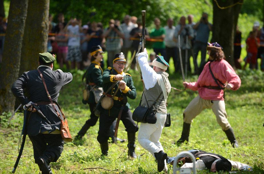 Paberžėje atkurti 1863-ųjų metų sukilimo epizodai.
