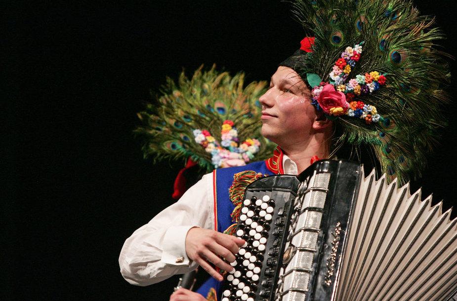 """Festivalis """"Saulės žiedas"""" sulaukė kolektyvų iš devynių užsienio šalių (Lenkija)."""