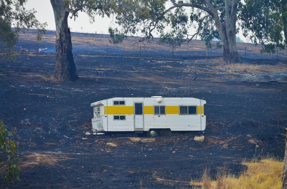 Pietų Australijoje nevaldomai plinta krūmynų gaisrai, dega namai prie Adelaidės 2015 m. sausio 03 d.