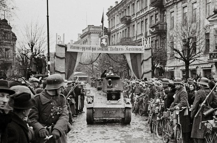 J. Miežlaiškis. Lietuvos kariuomenė įžengia į sugrąžintą Vilnių. 1939 m. (V. Juraičio archyvas)