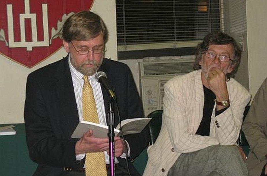 Poetai Jonas Zdanys (kairėje) ir Antanas A.Jonynas