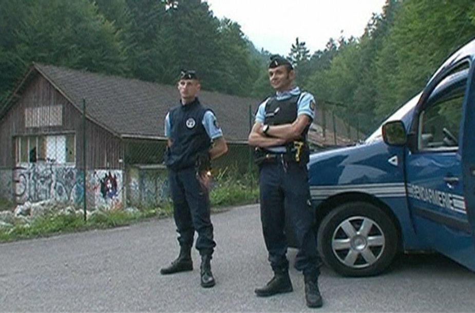 Prancūzijos žandarai netoli nusikaltimo vietos