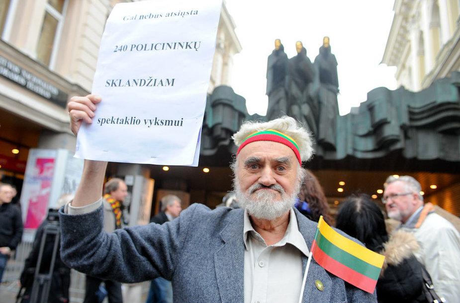 Protestas prie Lietuvos nacionalinio dramos teatro