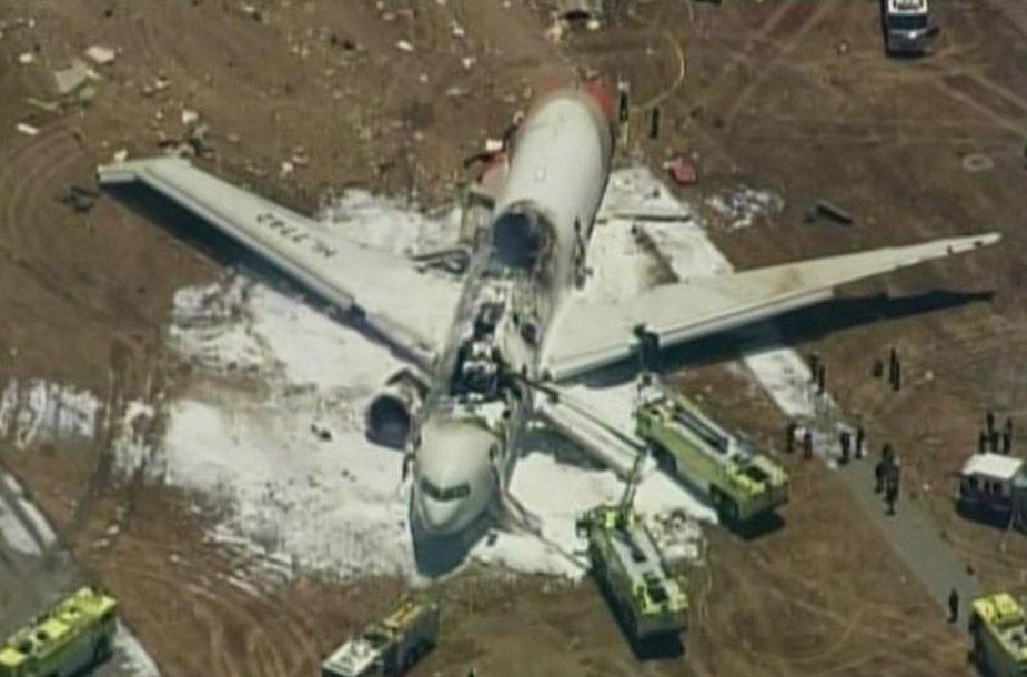San Francisko oro uoste sudužo iš Seulo skridęs lėktuvas.