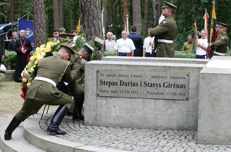 Memorialas Stepono Dariaus ir Stasio Girėno žūties vietoje