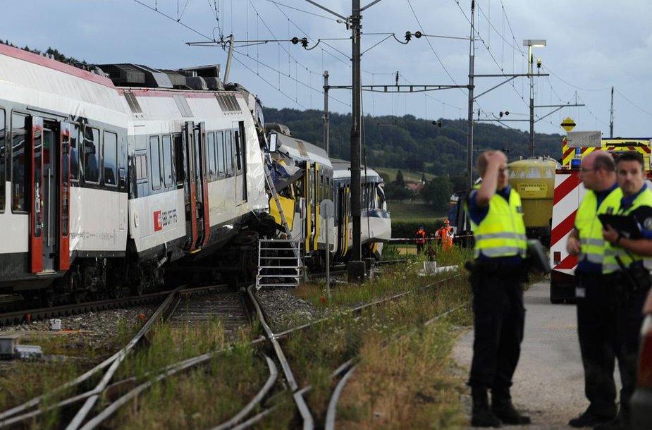 Šveicarijoje susidūrė du traukiniai.