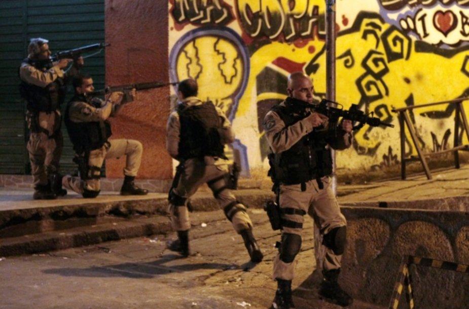 """Operacija """"Taikos šokas"""" Rio de Žaneiro Rocinjos faveloje"""