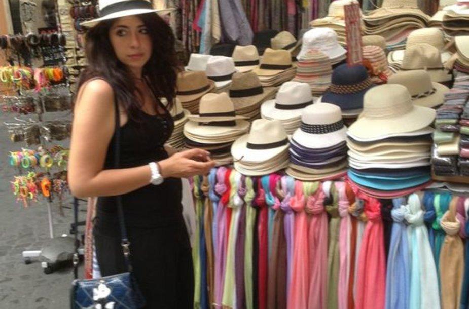 Skrybėles dėvi ir vyrai, ir moterys
