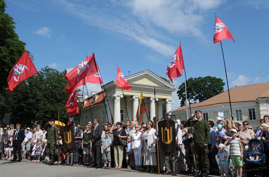 Valstybės dienos proga prezidentė Dalia Grybauskaitė skyrė ordinus ir medalius