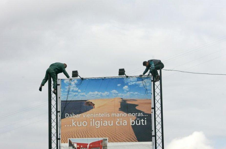 Lietuvoje plinta nelegali lauko reklama.