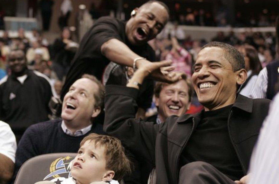 B.Obama arenoje jautė visų dėmesį.
