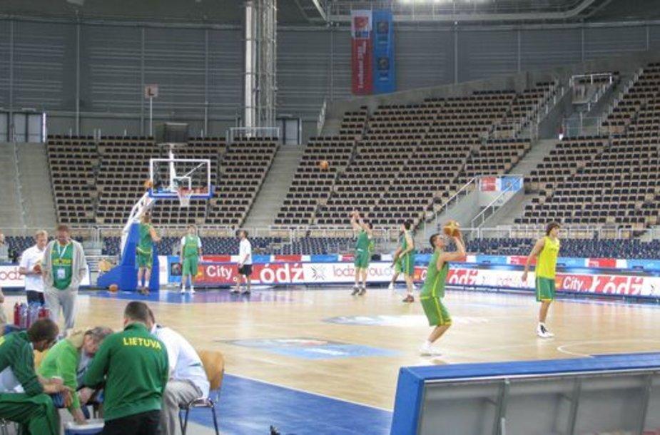 Lietuvos krepšininkai pasirengę kovai su slovėnais