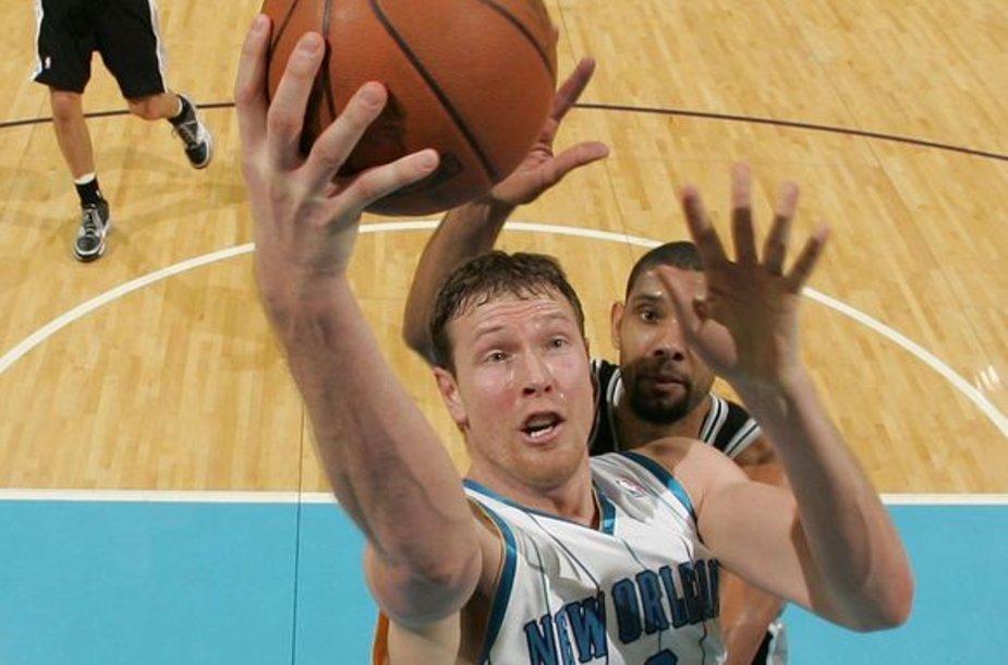 """D.Songaila """"Hornets"""" ekipai pelnė 8 taškus."""