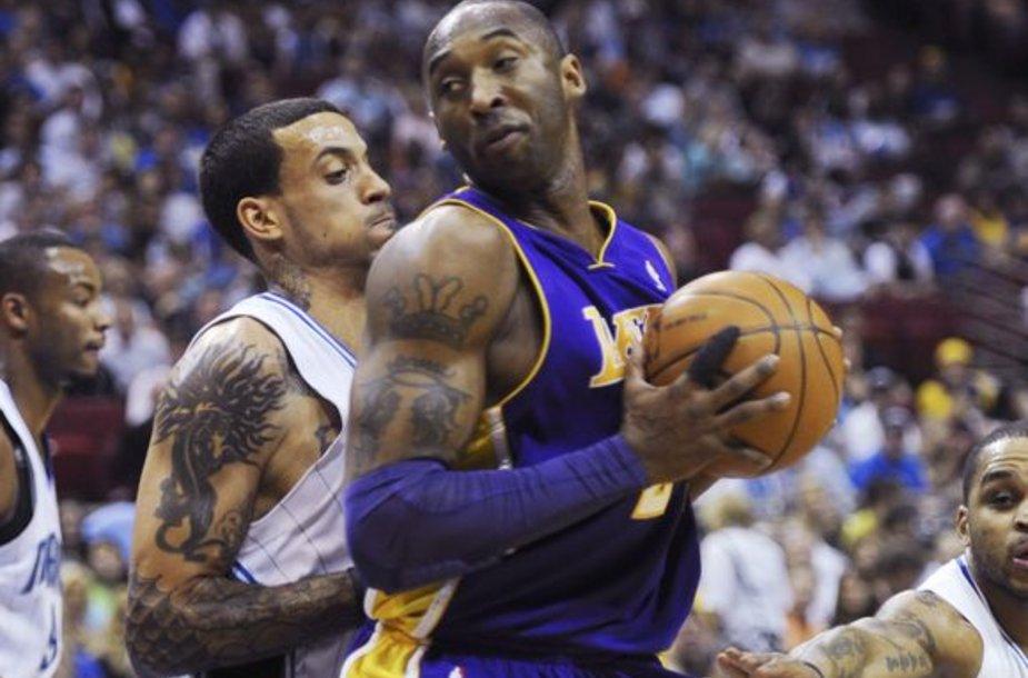 """K.Bryantas pelnė 34 taškus, tačiau tai nuo pralaimėjimo """"Lakers"""" neišgelbėjo"""