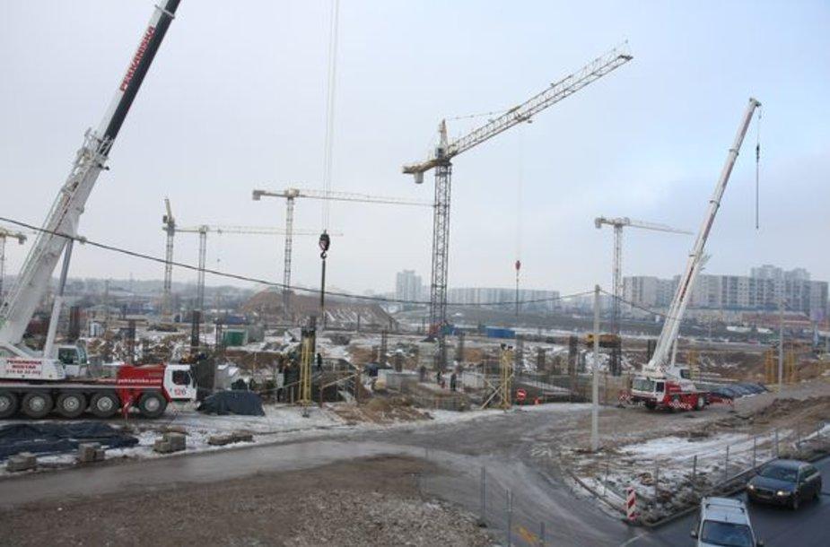Nacionalinio stadiono statyboms šiemet reikėtų apie 80 mln. Lt – tiek esą užtektų, norint išlaikyti statybininkų darbo vietas ir spėti baigti stadioną iki 2010-ųjų gruodžio.