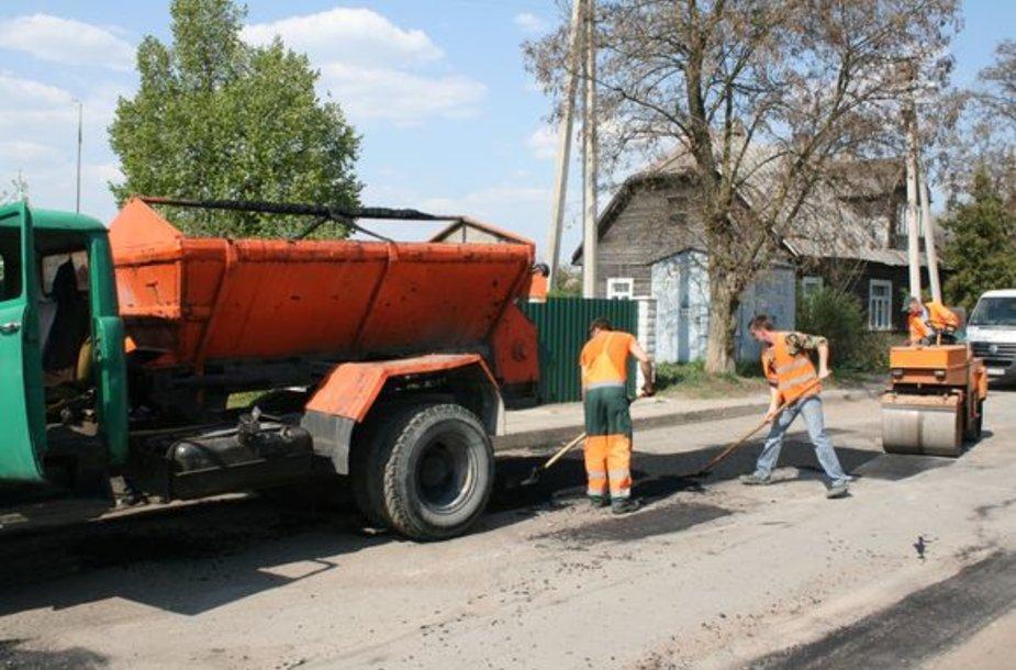 Kauno rajone mažėja duobėtų kelių.