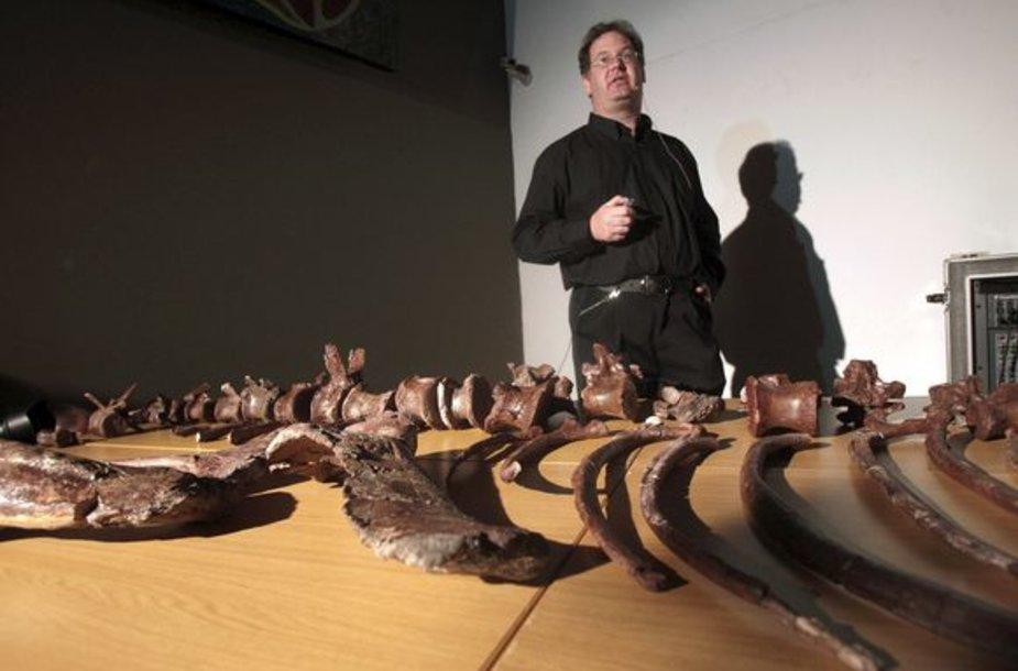 Pietų Afrikos Respublikoje rasti naujos dinozaurų rūšies kaulai.