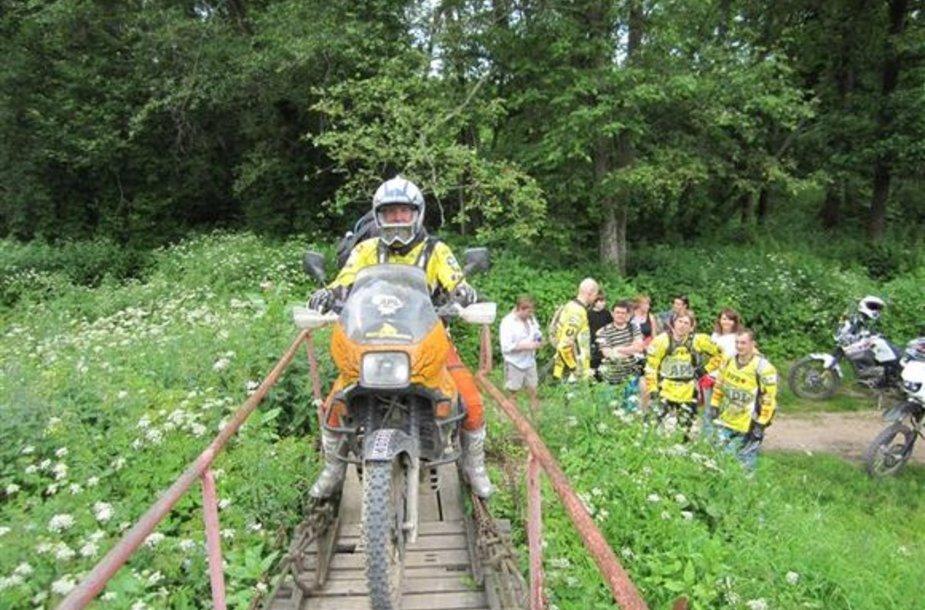"""Žygis motociklais """"Aplink Lietuvą 2010"""" prasidėjo."""