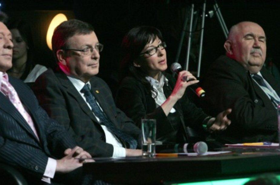 """Aktorė yra buvusi LNK muzikinio šou """"Žvaigždžių duetai"""" komisijoje kartu su (iš kairės) Stasiu Povilaičiu, Jonu Juču bei Donatu Katkumi."""