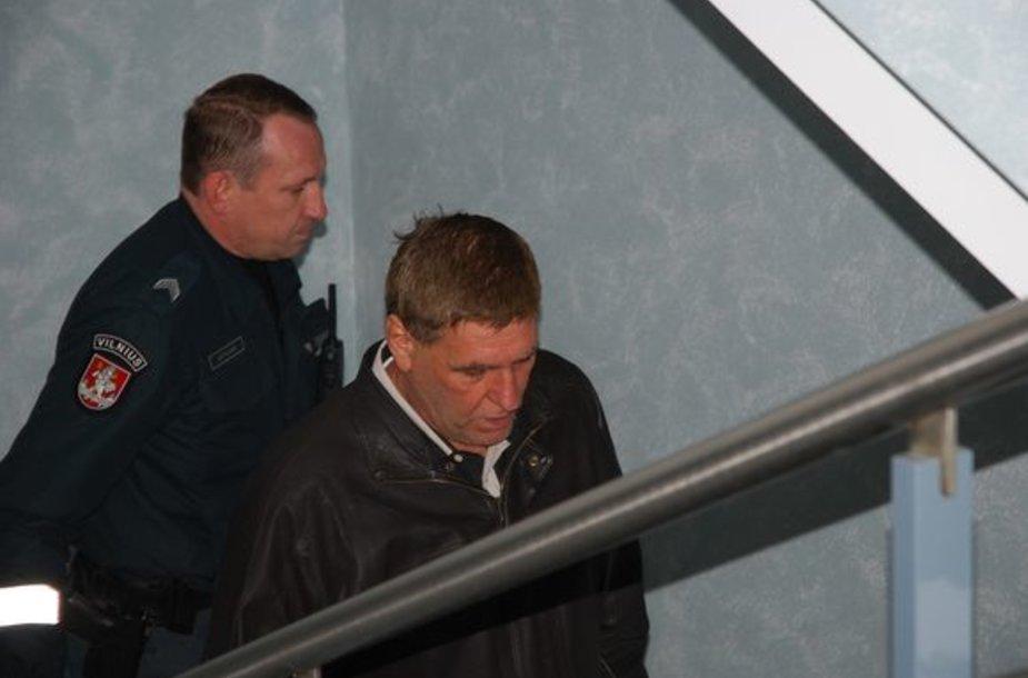 V.Dudeką atvežė ir išvežė konvojaus pareigūnai.