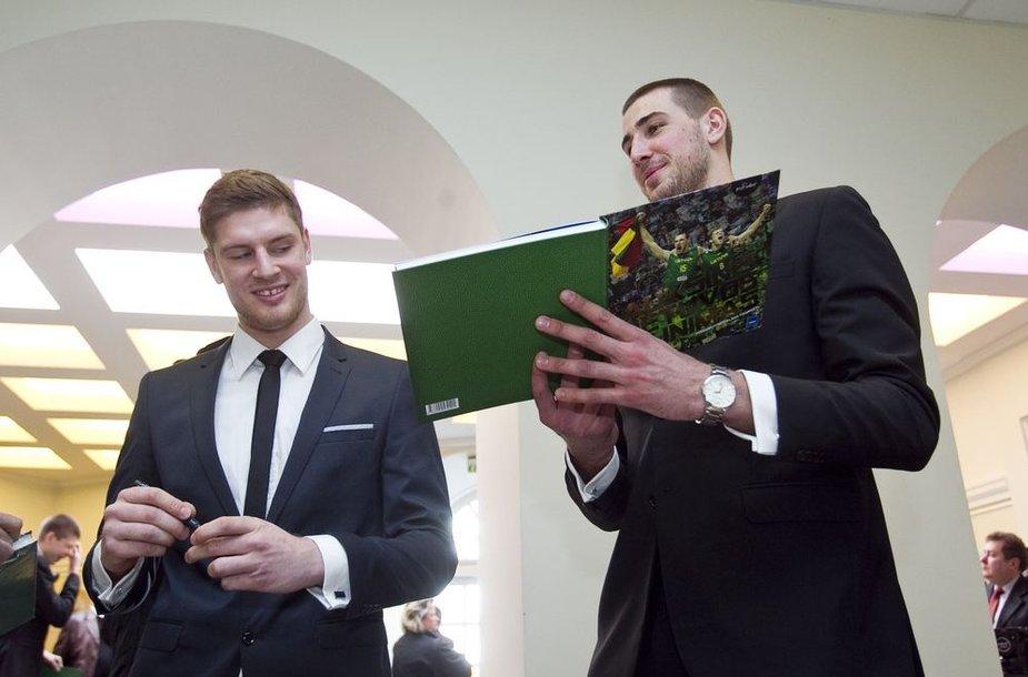 Dovydas Redikas ir Jonas Valančiūnas