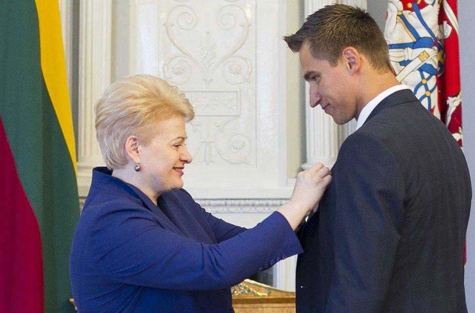 Sportininkui Dainiui Zubrui - valstybės apdovanojimas