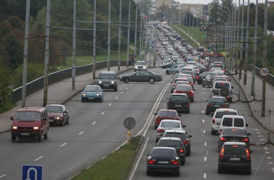 Spalio 3-ąją sostinės gyventojai ir miesto svečiai galėjo stebėti Vilniaus gatvėmis važiuojančių motociklininkų koloną – taip baikeriai pažymėjo sezono pabaigą.
