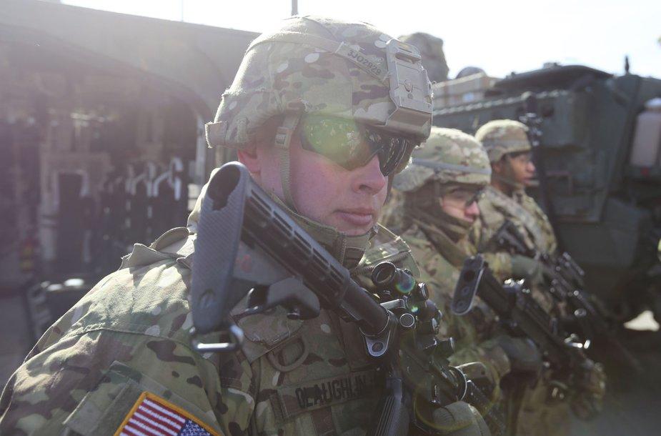 JAV kariai su  savo karine technika grįžta į savo nuolatinę dislokacijos vietą