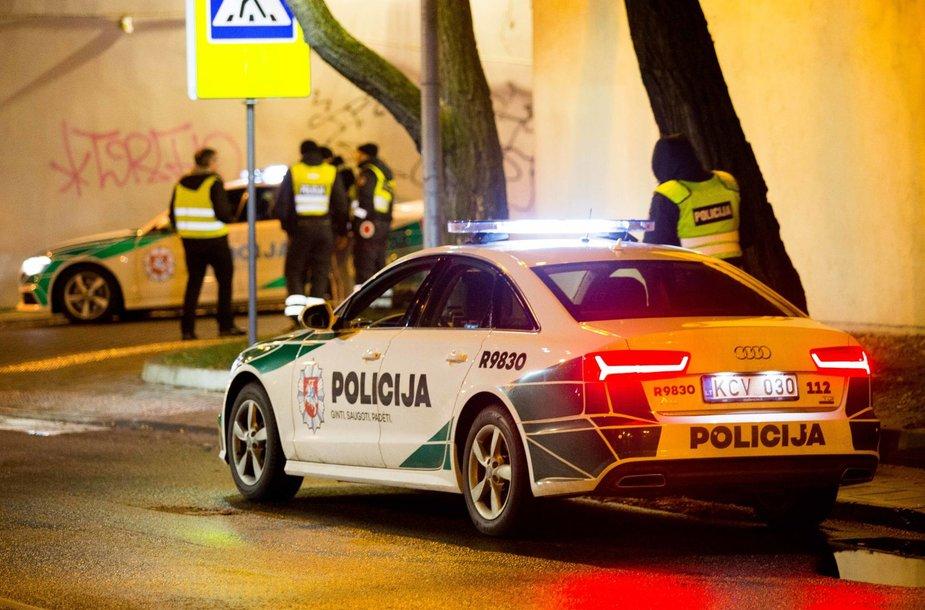 Reidas Vilniuje: nestojęs BMW, partrenktas pėsčiasis, neblaivūs vairuotojai.