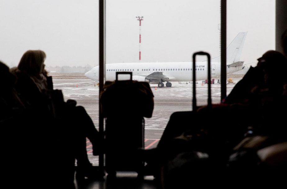 """Įsigaliojo nauja rankinio """"Ryanair"""" bagažo gabenimo tvarka"""