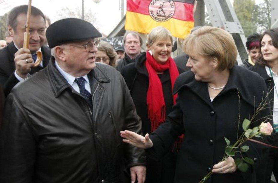 Vokietijos kanclerė Angela Merkel ir buvęs Sovietų Sąjungos lyderis Michailas Gorbačiovas