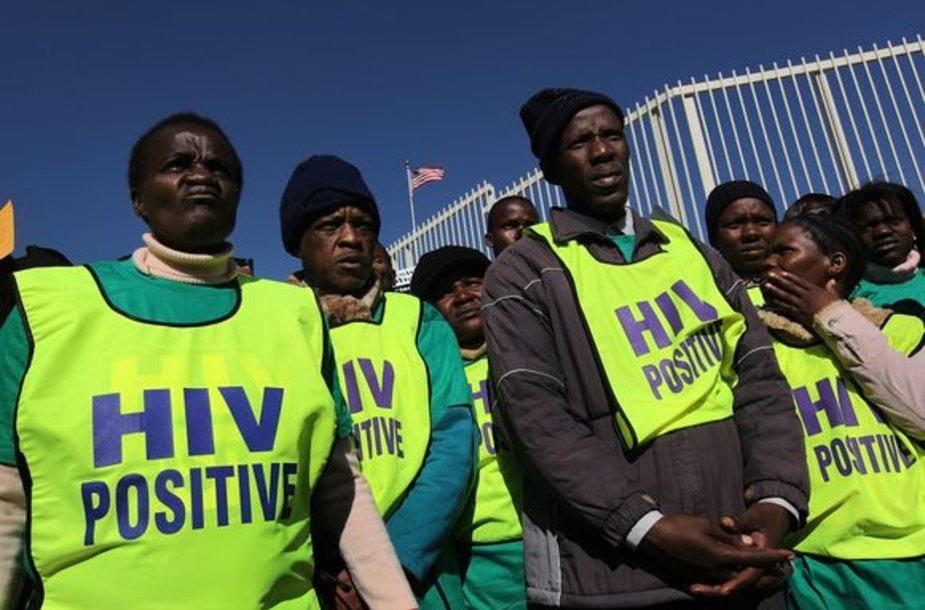 AIDS aukos dažnai dar ir apiplėšiamos dėl vaistų