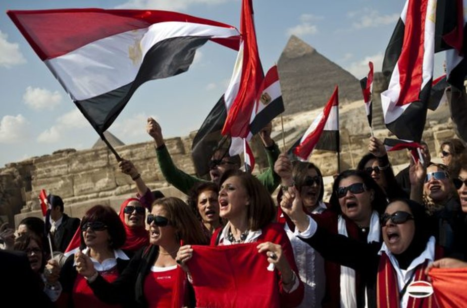 Egipto gidai prie Gizos piramidžių