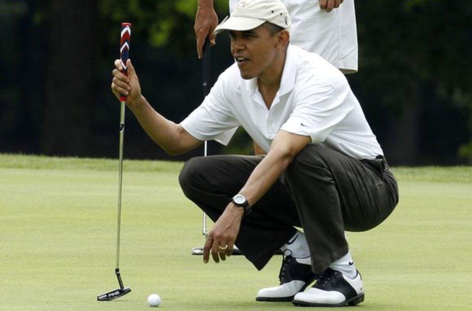Barackas Obama žaidžia golfą