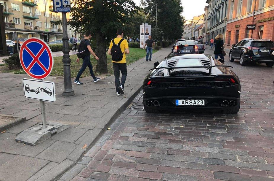 """""""Lamborghini"""" Vilniaus Vokiečių gatvėje"""