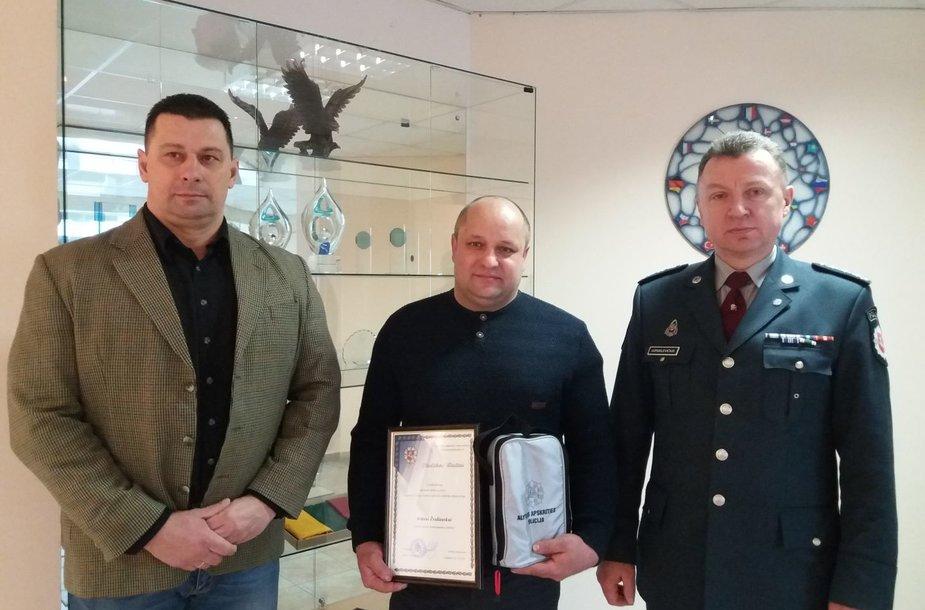 Alytaus policijos vadovų apdovanotas Arūnas Žvaliauskas.