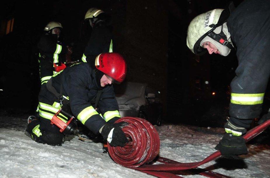 Ugniagesiai Vilniuje antradienį gesino gaisrą