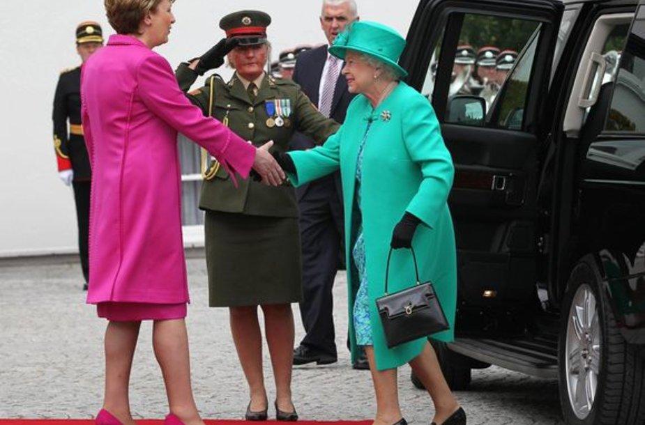 Elizabeth II lankosi Airijoje