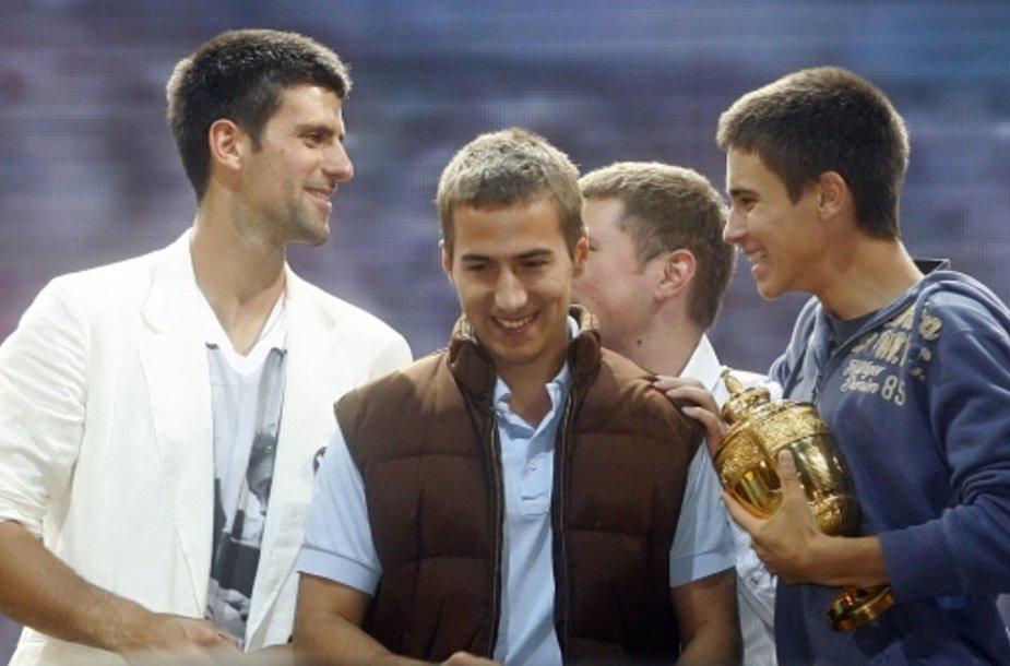 Novakas Džokovičius kartu su broliais – Džordže (centre) ir Marko (dešinėje).