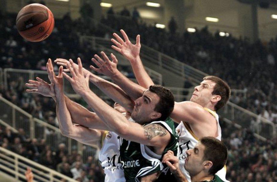 """Milžinų dvikova Atėnuose baigėsi Madrido """"Real"""" (balta apranga) pergale"""