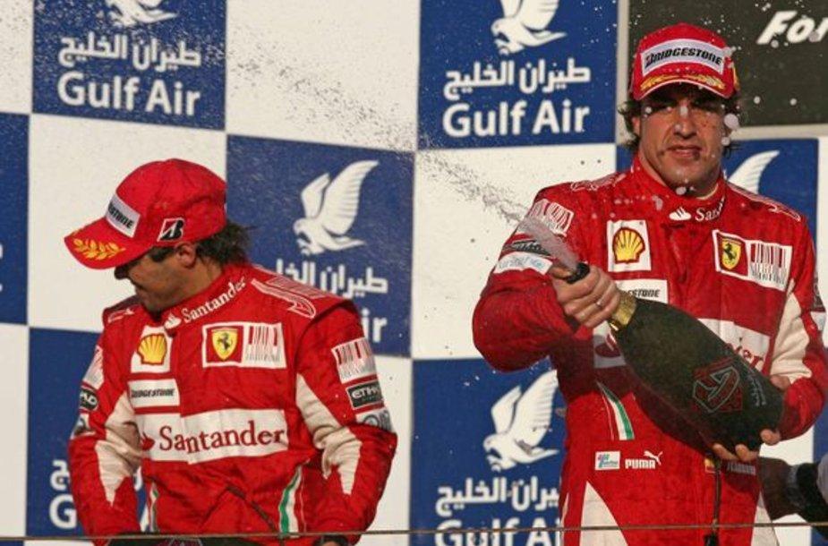 """Ferrari"" ekipą drasko F.Alosno (dešinėje) ir F.Massa nesutarimai"