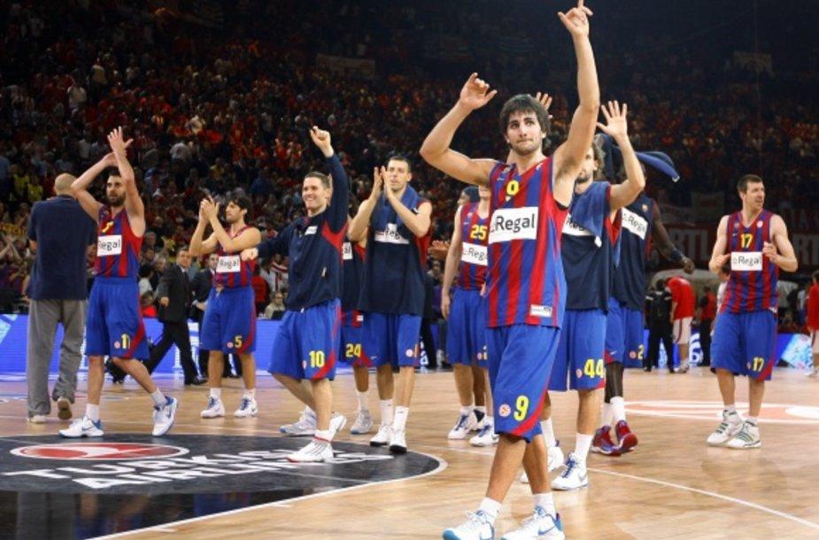"""""""Barcelona"""" krepšininkai džiaugiasi pergale."""