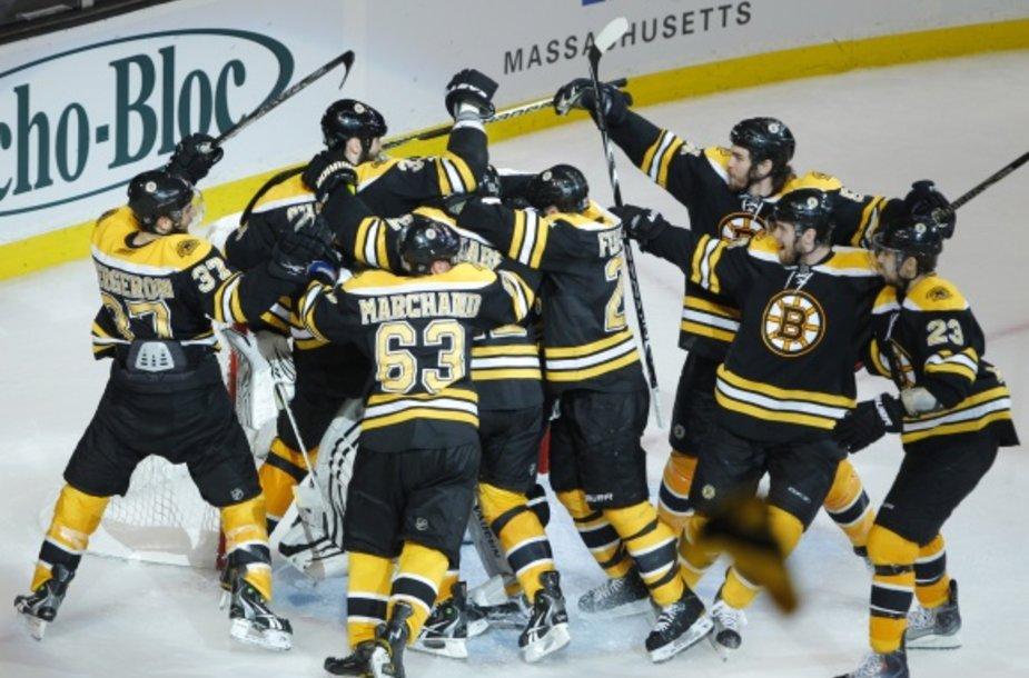 """""""Bruins"""" ledo ritulininkai lemiamame Rytų konferencijos finalo mače palaužė """"Lightning"""" klubą."""