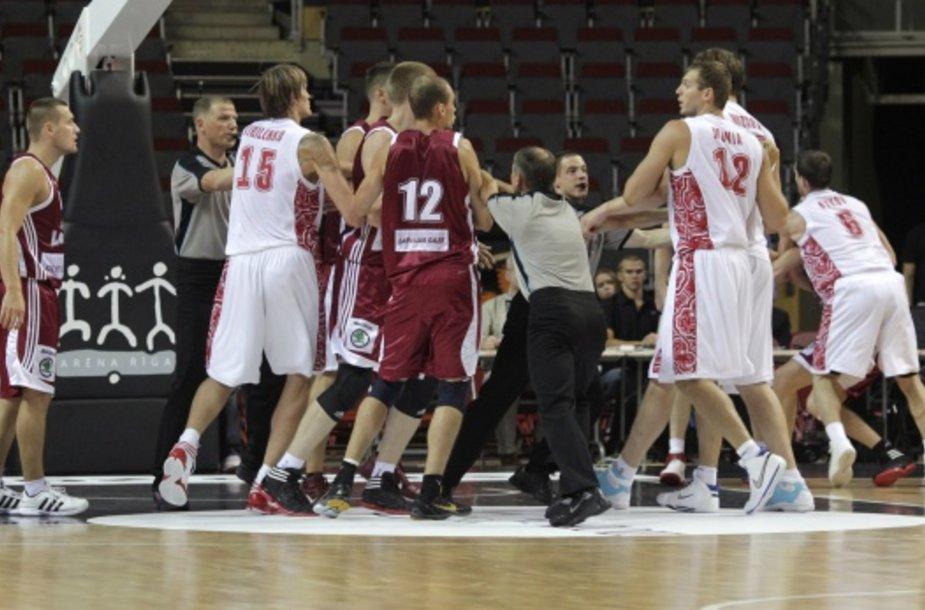 Praėjusią savaitę Rygoje vykusiose draugiškose Latvijos ir Rusijos rinktinių varžybose taip pat buvo kilę susistumdymų.
