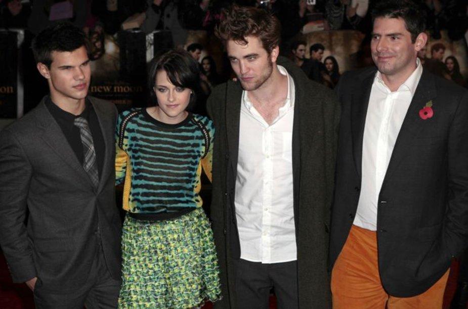 Režisierius Chrisas Weitzas (dešinėje) ir aktoriai (iš kairės į dešinę) Tayloras Lautneris, Kristen Stewart ir Robertas Pattinsonas.
