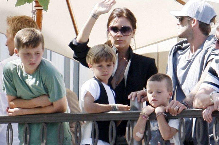 "Beckhamų šeima ""Jonas Brothers"" koncerte"