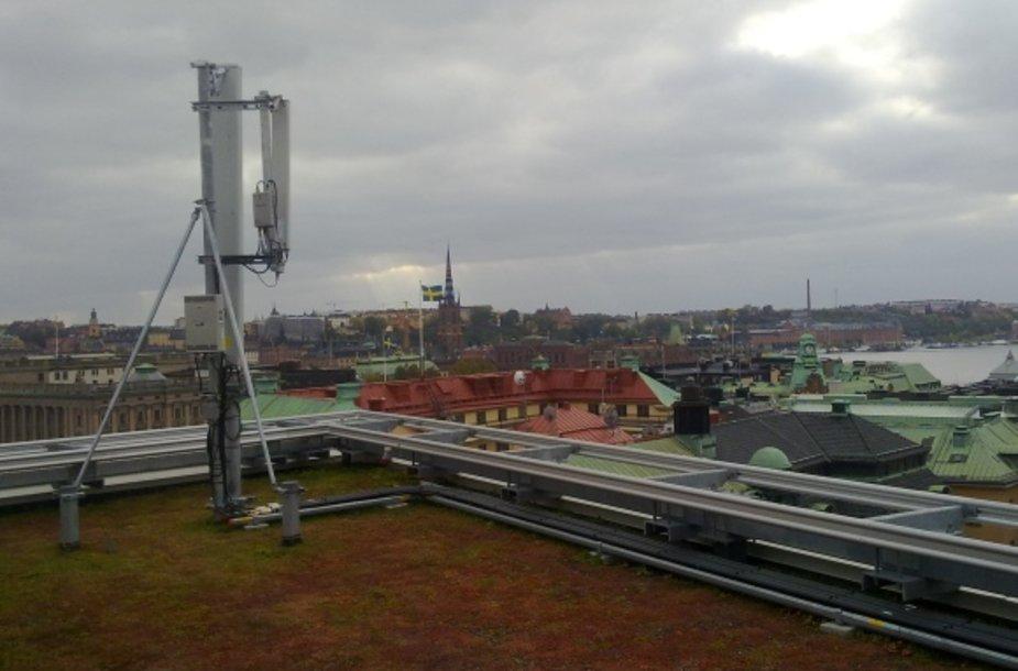 Mobiliojo ryšio antenos: 4G ir 2G ryšio siųstuvas (kairiau), bei 3G siųstuvas (prijungtas greta).